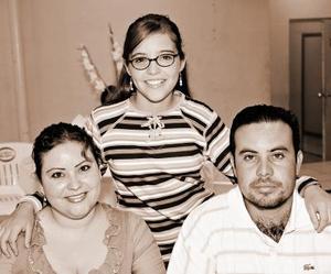 <b>27 de octubre de 2005</b><p> Anny, Pamela y Salomón Ayup Muñoz.
