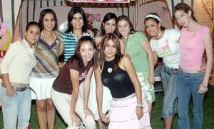 Valeria Ramírez Salazar celebró su cumpleaños con una divertida fiesta a la que asistieron amigas para felicitarla.