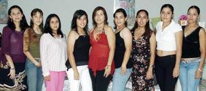 Diana Fabiola Castro disfrutó de una despedida de soltera que le organizaron sus cuñadas, Yadira y Miriam Ibarra Ortiz, y a la que asistieron numerosas invitadas para acompañarla.