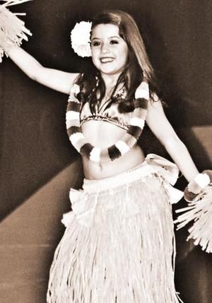 Kenya Rodríguez Llanas, en reciente festival de baile Hawaiano.