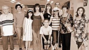 Leticia y Marielena de la Torre y Javier Martínez viajaron a Tijuana, los despidió la familia De la Torre Muro.