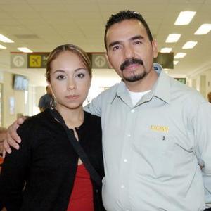 <b>26 de octubre 2005</b><p> Éricka Elisa Vargas viajó a Puerto Vallarta, la despidió Juan de Dios Vargas.