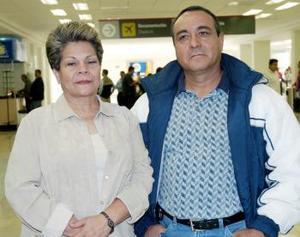 María Elena Álvarez y Francisco Morales viajaron a la Ciudad de México.