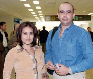 Juan Zavaleta y Martha Camacho viajaron con destino al DF.