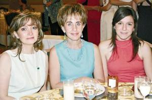 Lorena Prado, Carmen de Metlich y Paty Larrieu.