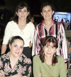 Antonieta Núñez, Rebeca Frías, Conchis Bredeé y Mayra Salas.