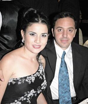 Jéssica Zarzar Bichara y Antonio Ceja Marón, capatados en reciente festejo.