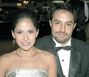 Lilia Reyes y Alejandro Tavera, en pasado festejo.