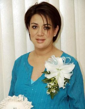 Vanessa Valeria Sosa, captada en la fiesta de canastilla que le ofrecieron con motivo del nacimiento de us primer bebé.