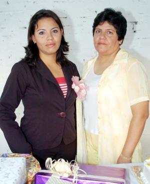 Sonia Cristina Reyes Rodríguez disfrutó de una fiesta de canastilla en días pasados, misma que le fue organizada por su mamá, la Sra.Sonia Cristina Rodríguez Lazcano.
