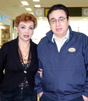 Joaquín González y Diana Ramírez volaron con destino a México.