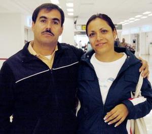 José Luis Tostado viajó a Oaxaca y fue despedido por Claudia Elena Puente.