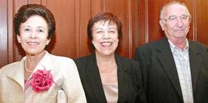 Lucía de Fayad, María Elena de Ducoulomber y Marcelo Ducoulomber.
