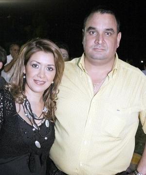Nayeli y Eduardo Fernández.