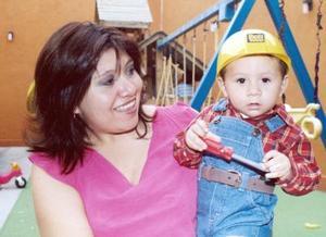 <b>29 de octubre 2005</b><p> Diego de la Rosa fue festejado en días pasados.
