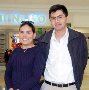 Sandra Paredes y Jesús Sánchez viajaron a Mazatlán.