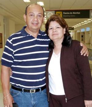 Guillermo y Socorro Carreón viajaron a Ontario, California.