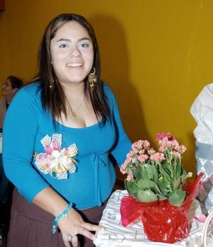 <B>30 de octubre de 2005</b><p> Yuridia Martínez Salazar, captada en su fiesta de despedida.