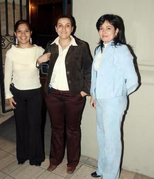 Diana Andrade, Alejandra Carrillo y Gloria A.