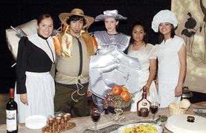 Don Quijote. una de las obras preferidas, fue personificada por Ana Emilia Cárdenas, Caty Macías, Harumi Esparza, Fernanda Gómez y Armando Figueroa.