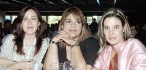 Gabriela de Llorens, Mayra de Muñoz y Karina de Dueñes.