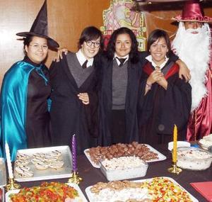 Lupita Espeleta Martínez, Ana Paula Romo, Thalía Sánchez, Ana Cristina Reyes, Javier Estrada y Manuel Valdés.