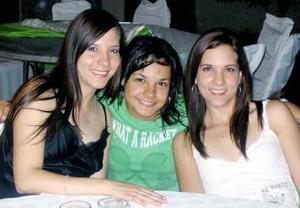 Mariana Delgado de Robles, Laura Regina y Paulina Delgado  Medina.