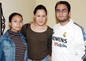 Rosario Olloqui, Lizeth Marroquín y Alejandra Olloqui.