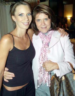 Susana Burillo con su mamá Susana González.