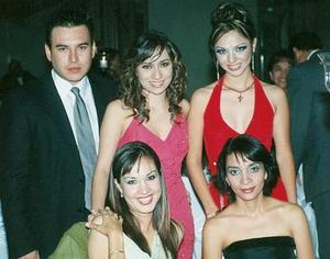 <b>30 de octubre de 2005</b><p> Yadim Acosta, Lety Castro, Daniela López, Claudia Velasco y Gaby Castro