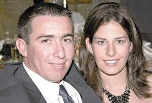 Miguel Mora y Linda de Mora.