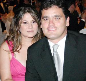 Noelie López de Barba y Paulo Barba.
