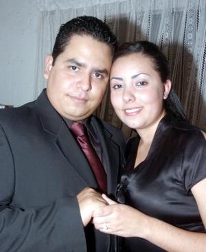 Sr. Miguel Ángel Salgado Salas y Srita. Sara Aguillón Cabañas formalizaron su compromiso matrimonial.