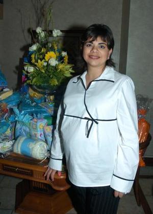 <B>29 de octubre 2005</b><p> Marcela Bollaín, y Goytia de Cueto.