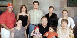 Ernesto Segura, Gabriela Ortiz de González, Arturo González, Adriana de Juárez, Susana Barrera, Maribel González de Segura, Ernesto Segura, Arturo González Valdez, Santiago González y Blanca González.
