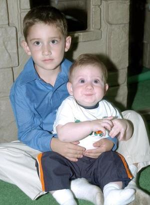 Paquito y Faruk Villalobos, captados en una fiesta infantil.