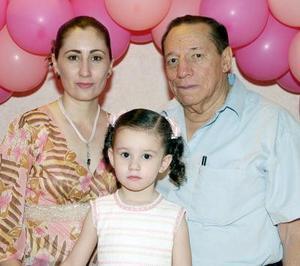 Por su primer cumpleaños, Ana Cristina Ochoa Villalobos fue festejada con una merienda por sus papás, María Vanett Villalobos Romo y Macedonio Ochoa Benavides.
