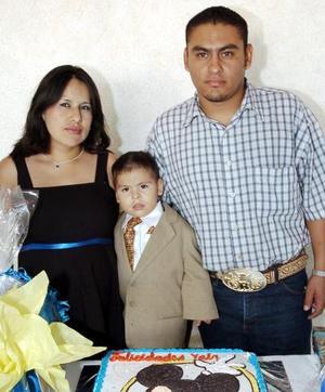 <b>30 de octubre 2005</b><p> Yahir Antonio Sánchez Castruita cumplió tres años de vida y fue festejado por sus papás.