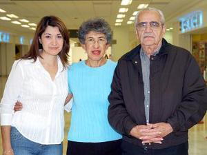Jorge Barraza, Yolanda Mena y Georgina Barraza viajaron a Ensenada.