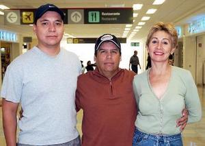 Lilia Veloz, Juan Carlos Veloz y Gonzalo Gómez viajaron a Los Ángeles.