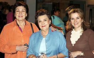 Cecy M. de Murra, María Elena Lavín y Carmela de Leal.