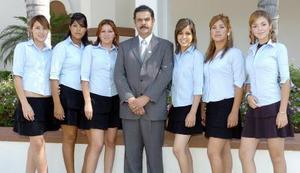 Denise Ríos, Elizabeth Salazar, Berenice Segovia, Miguel García, Rosy Moreno, Olimpia Ramírez y Ceci Sánchez.