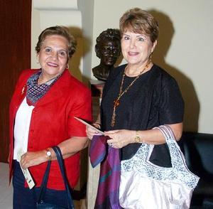 Elvira de Porras y Élida de Gil.