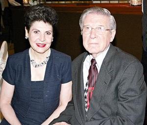 Gabriela S. de Castillón y Roberto Castillón.