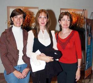 Joann Murra, Rosario y Camena González Lamberta.