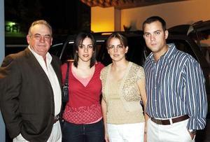 José Ignacio Martínez Tricio, Marcela Martínez, Velia Martínez y Alejandro Yarza.