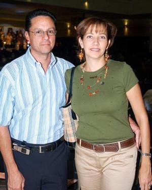 Luis y Rosy Uvieto.