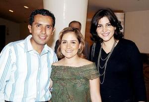 Melissa Villarreal, Gabriela Aguirre de Rojas y Luis Enrique Rojas.