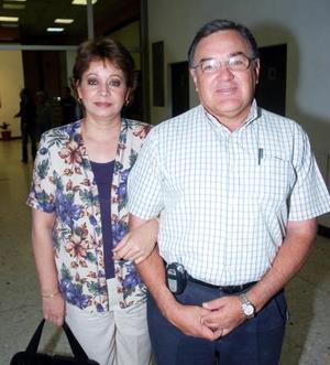 Rocío de Camacho y  Ricardo Camacho.