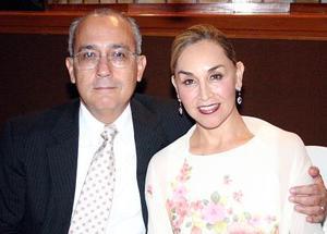 Rogelio Barrios Cázarez y Lupita de Barrios.
